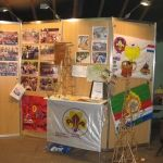 De grote zaal wordt ingericht met foto's, informatie en attributen van de speltakken