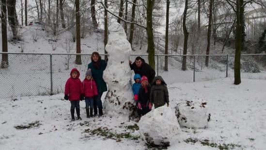 Groepsfoto bij de sneeuwpop